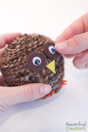 Yarn Owl Craft tutorial {%{% Homeschool Creations 2015-13